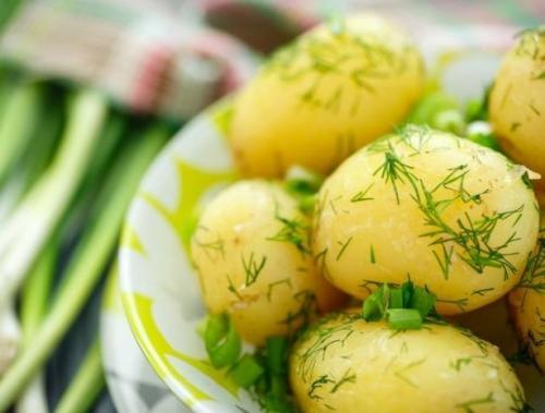 Чому картопля розвалюється при варінні