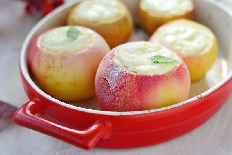 Як запекти яблука в мікрохвильовці, щоб вони були соковитими рецепти їх користь і шкода
