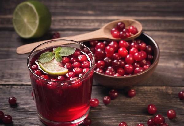 Журавлинний сік рецепт сиропу, корисні властивості, як приготувати морс на зиму в банках, соковижималки