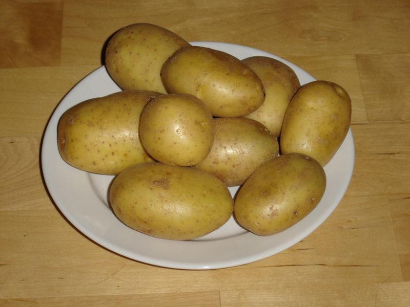 Чому при варінні картопля чорніє, що робити, чи можна їсти такий продукт - veela