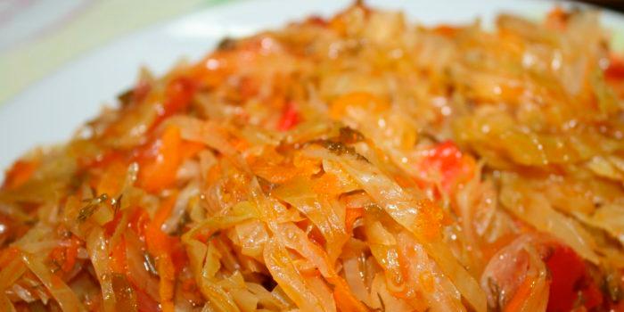 Тушкована квашена капуста - 5 смачних рецептів - домашня кулінарія