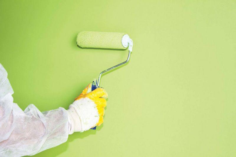 В яких випадках при фарбуванні можна залишити старе покриття з фарби