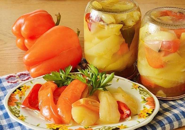 Смачний маринований перець з ароматним часником і петрушкою